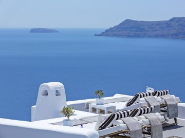 Canaves Oia, Santorini – The Perfect Celebrity Greek Hideout!